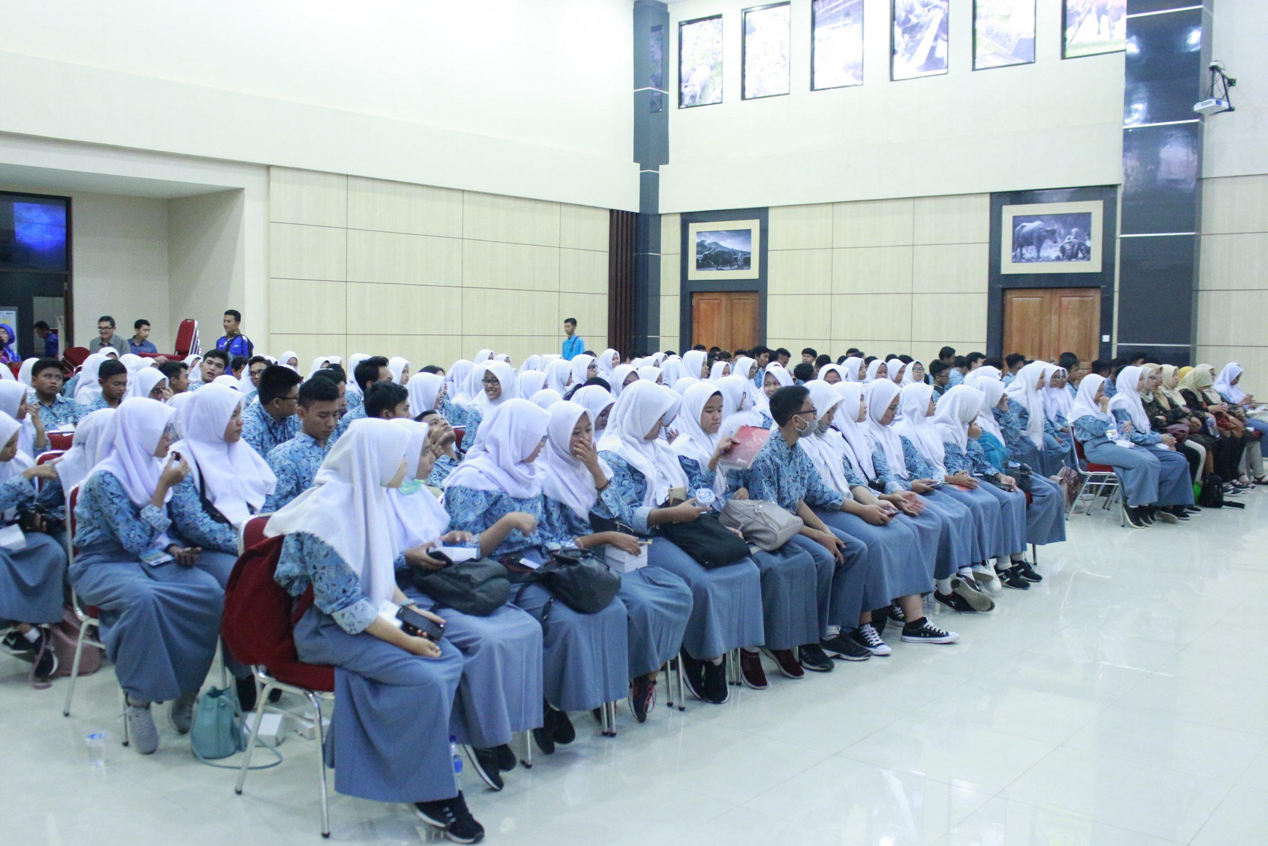 SMA Negeri 2 Cikarang Utara Kunjungi Fapet UB