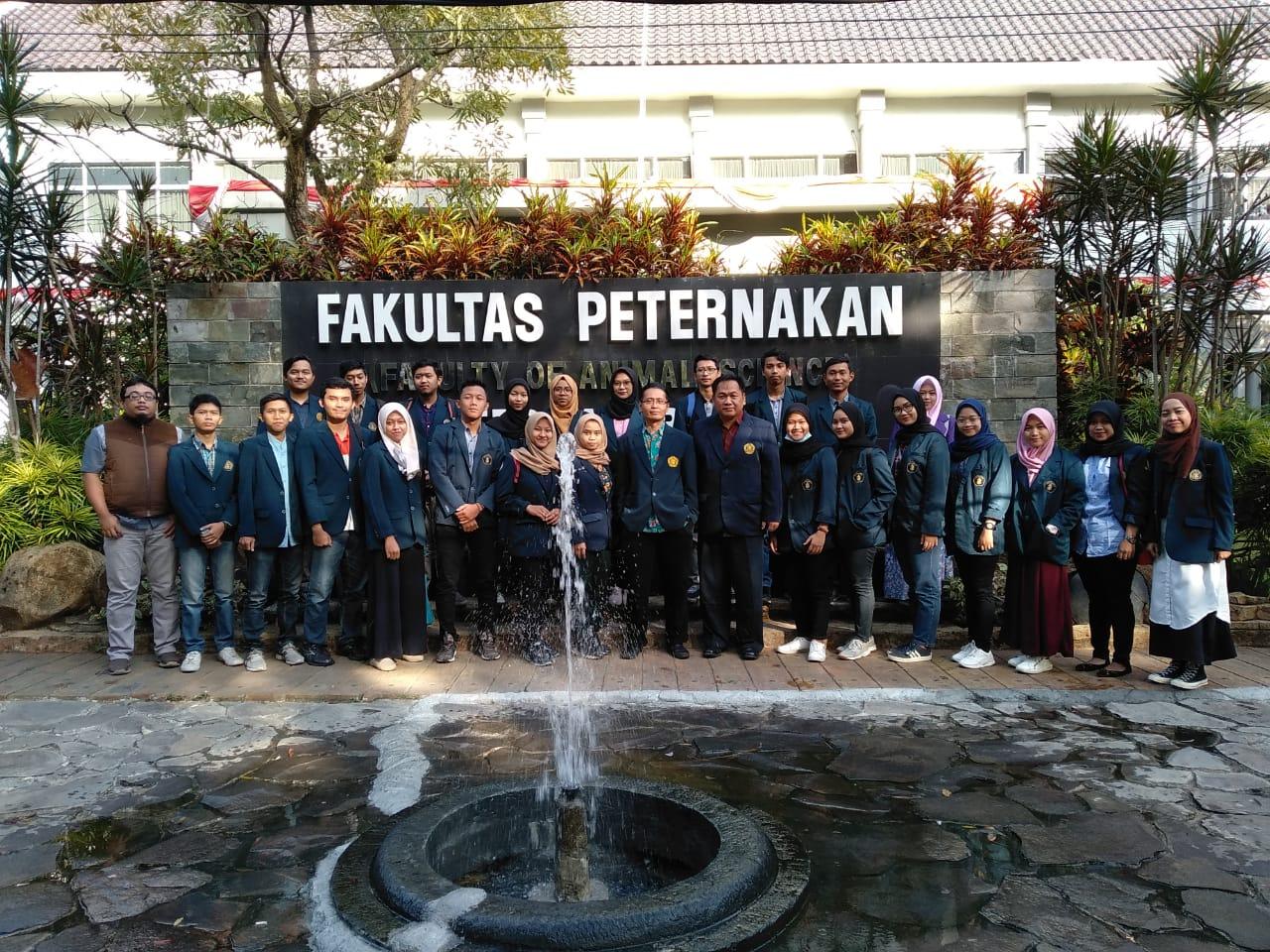 Tim Pemantau Qurban Fapet UB Lakukan Pemeriksaan ke Penjual Ternak di Kota Malang